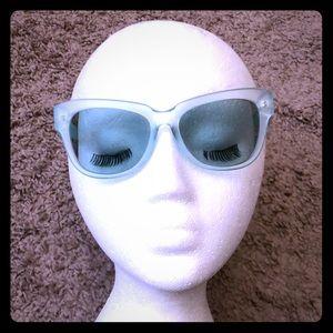 Pale green glasses w. green tint